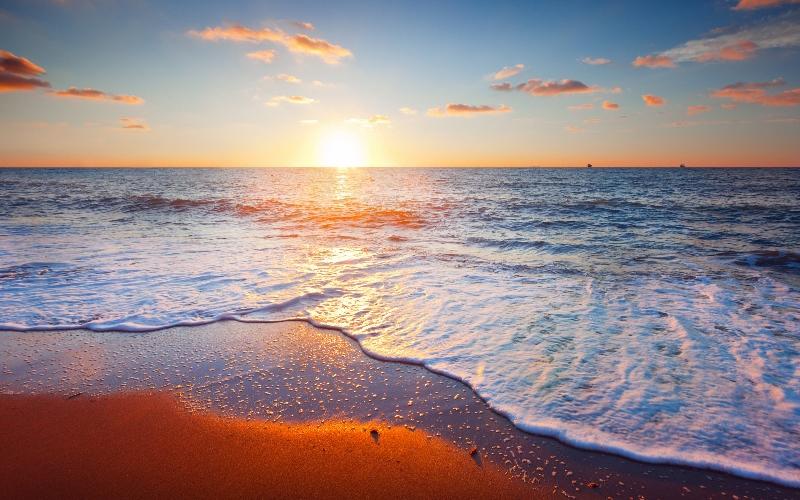 http://www.wallpapers13.com/sunset-sea-horizon-hd-wallpaper-321546/